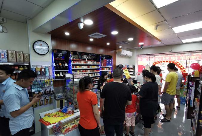 喜洋洋便利店全体同仁热烈庆祝广州新店7月17日火爆开业